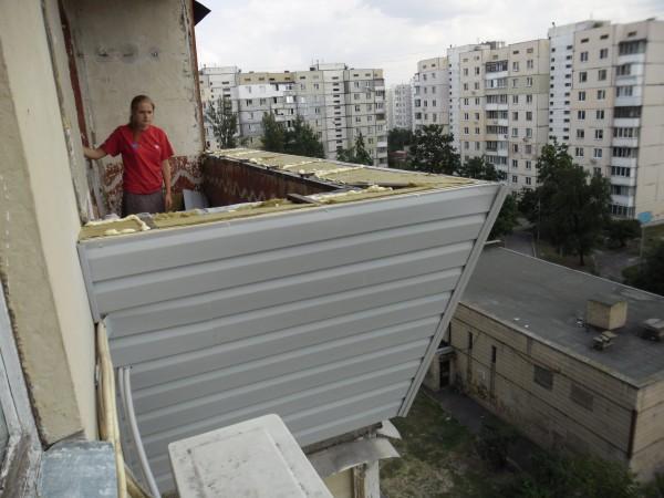Как утеплить балкон снаружи своими руками