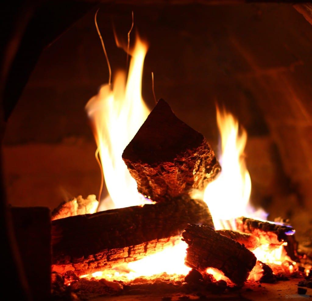 Дровяное отопление сопряжено со многими неудобствами