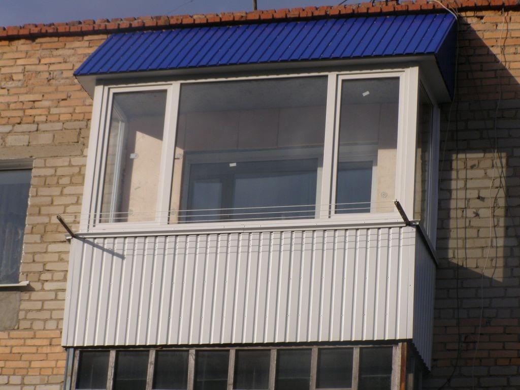 Отделка балкона профлистом