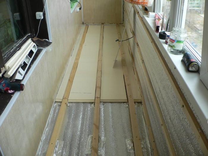 Укладка фанеры в балкон