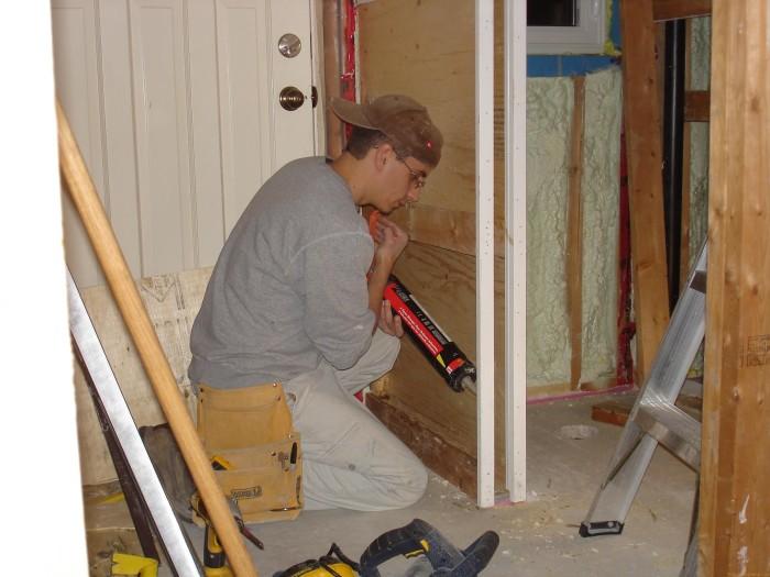 Установка входной двери своими руками в частном доме