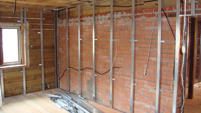 Выравнивание стен своими руками в деревянном доме