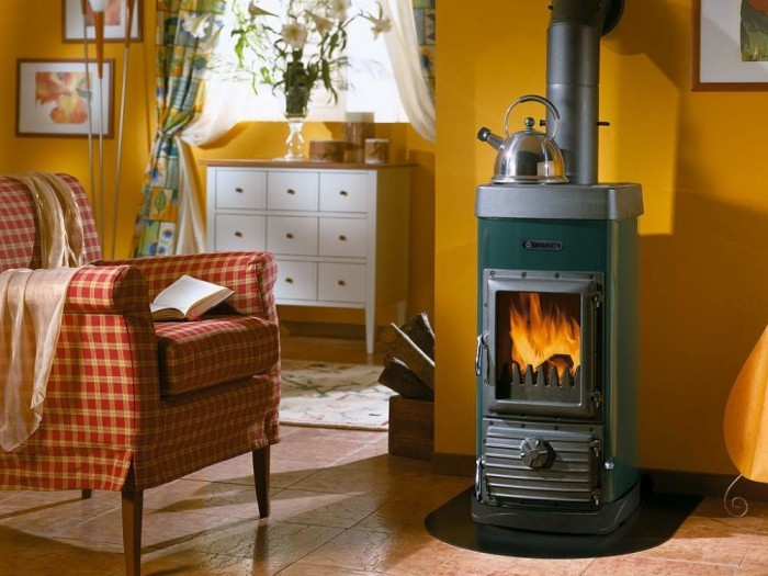 Отопительная печь на дровах для дома