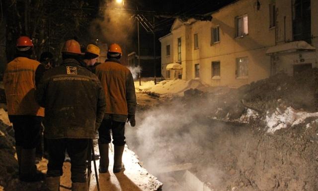 Жители Плющихинского микрорайона Новосибирска пережили два коммунальных происшествия