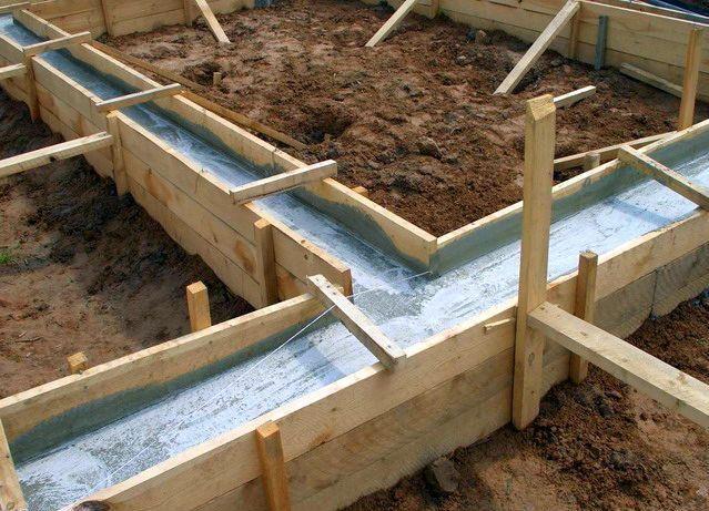 Как утеплить свайный фундамент деревянного дома снаружи своими руками